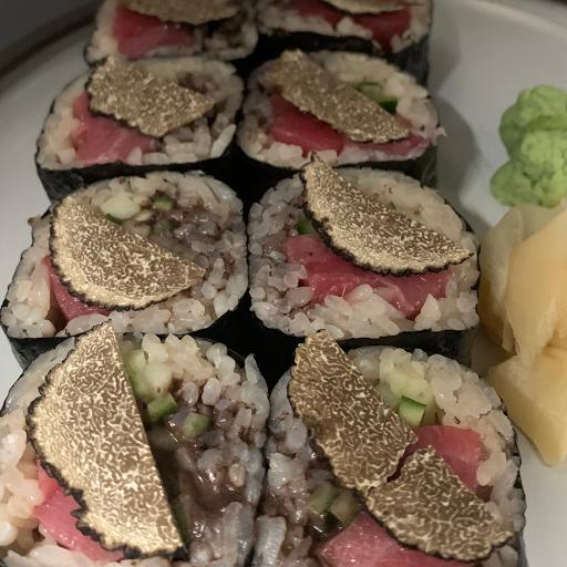 Truffle Tuna Maki (8pcs)