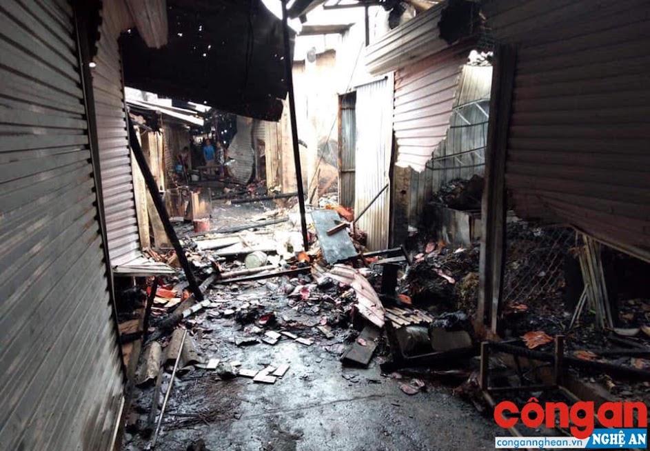 Hiện trường sau vụ cháy tại chợ Hiếu