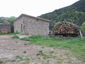 """Photo: Refuge des chasseurs """" la Figa"""" et sa réserve de bois"""