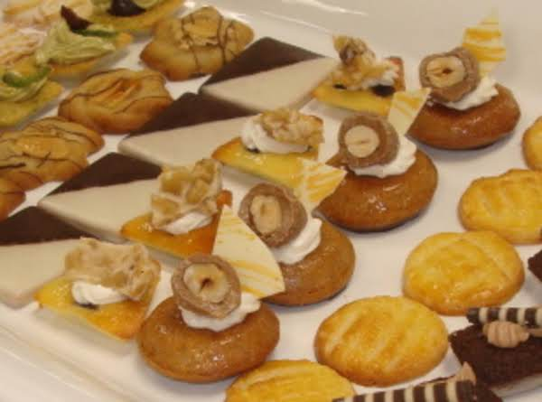 Soft Almond And Raisin Cakes Recipe