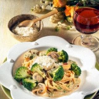 Nudeln mit Broccoli-Pilz-Soße