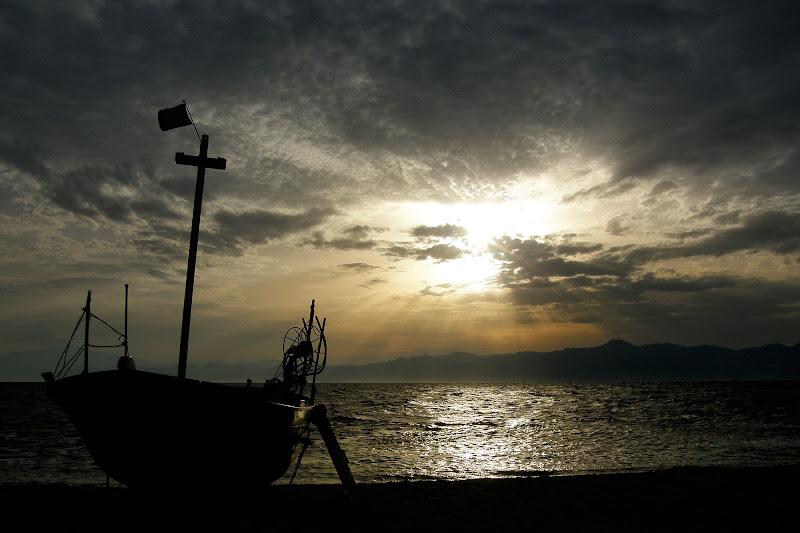 Il tramonto e la barca di c