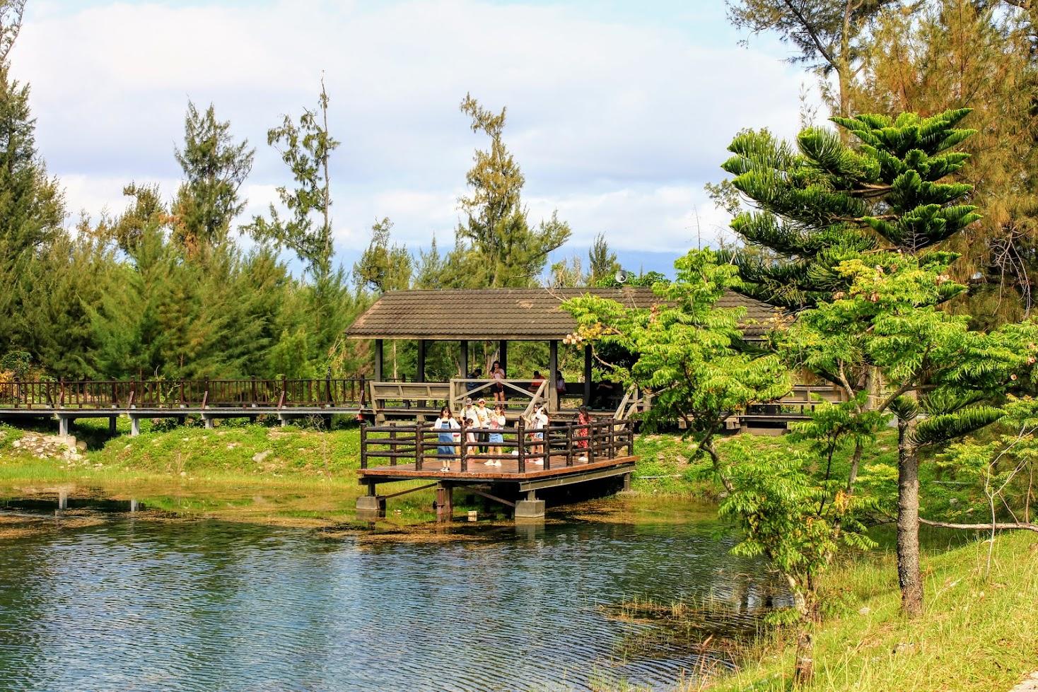 琵琶湖上方有一個小木屋可以乘涼也可以拍照喔