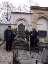 Photo: Ukazuji, kde patrně leží ztracená hrobka knížete Vratislava II.