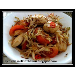 Stir - Fry Tofu and Bean Sprout In Soy Sauce
