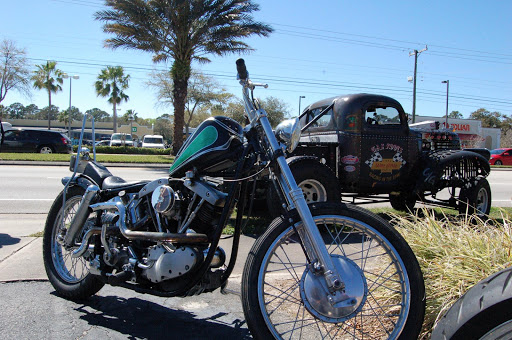 harley-davidson-shovel-et-hot-rod-a-daytona-chez-machines-et-moteurs-le-specialite-des-motos-anglaises-classiques