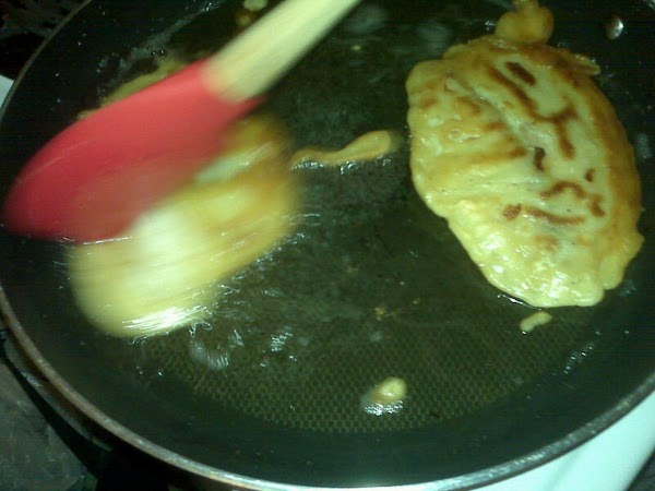 Do the same with the tilapia fillets. Drain and serve accompanied with the onion...