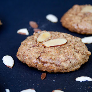 Low Carb Vegan Almond Cookies.
