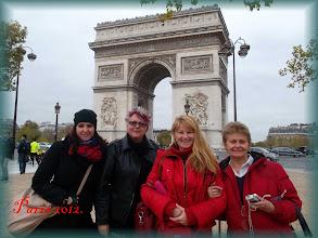 Photo: Paris, Arc de Triomphe * Éva Ilona royal sybilla and tha oracles: Mira, Dariussza, Judith * Budapest-paris aerplane * Hungarian Sibyls in Paris, remembering mlle Lenormand, esoteric Tour * www.lenormand.hu