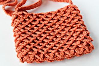 Photo: http://make-handmade.com/2011/02/09/crocodile-stitch-purse/