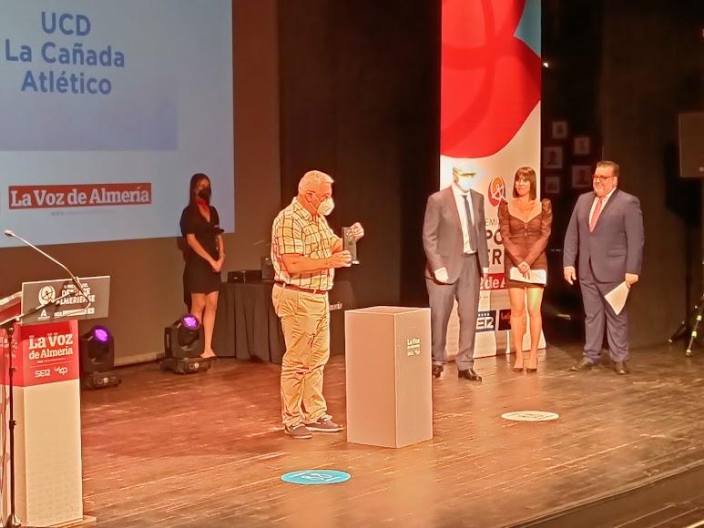 Premio Gestión Deportiva para La Cañada Atlético Femenino. Recoge Antonio Ramón.
