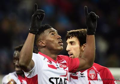 L'attaquant de Mouscron Taiwo Awonyi réagit à l'intérêt de Schalke 04