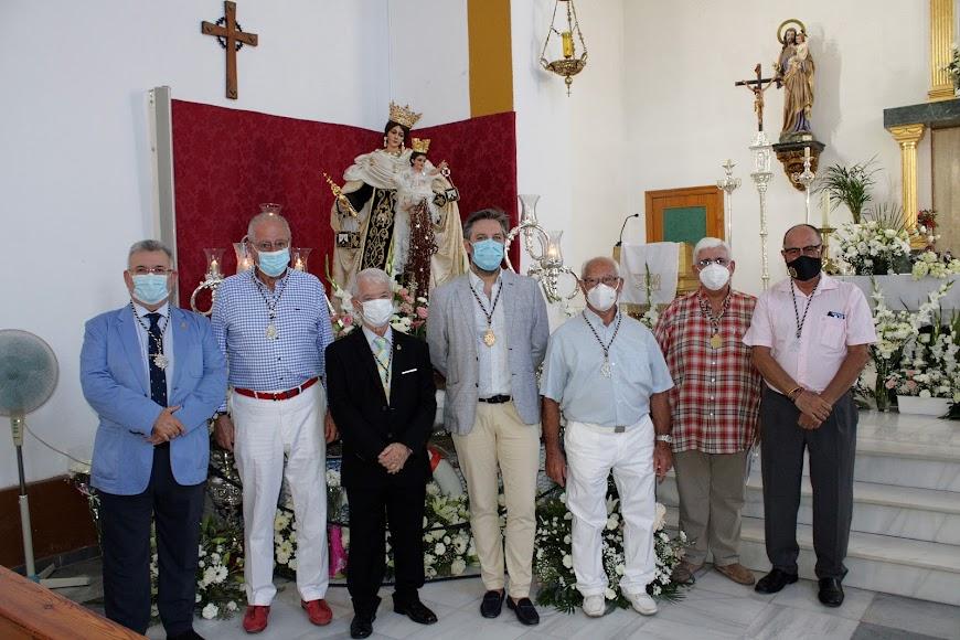 Hermanos de la Virgen del Carmen, Estudiantes, Virgen del Mar, Pasión y Calvario con el sacerdote Roberto Rodríguez.