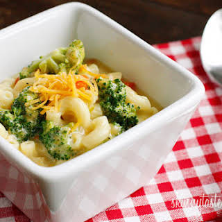 Skinny Macaroni and Cheese Soup with Broccoli.
