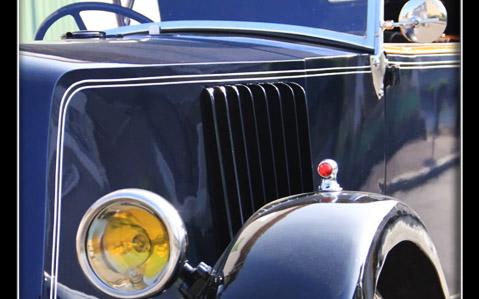 Détail voiture ancienne présentée par le Torpedo club gordien en Vaucluse