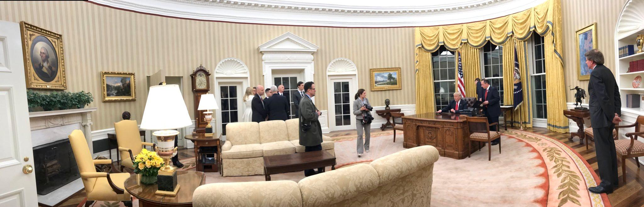 Cote De Texas President Trump S New Oval Office Decor