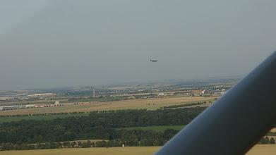 Photo: Vojenské letadlo přistává ve Kbelích