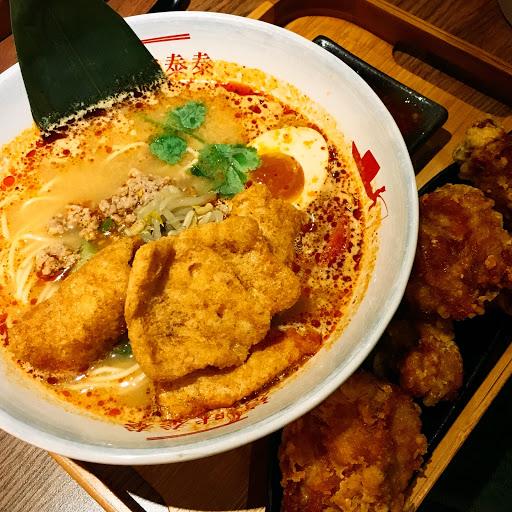 紅咖哩炸雞濃郁好吃 酸辣泰式炸雞拉麵也不錯 但這個比較清淡 我喜歡味道再更重一點 不過炸雞超脆超好吃!
