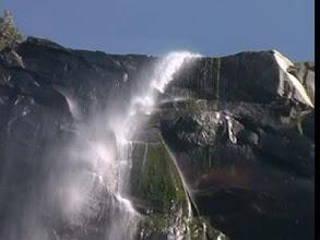 Photo: vodopád v Yosemitu