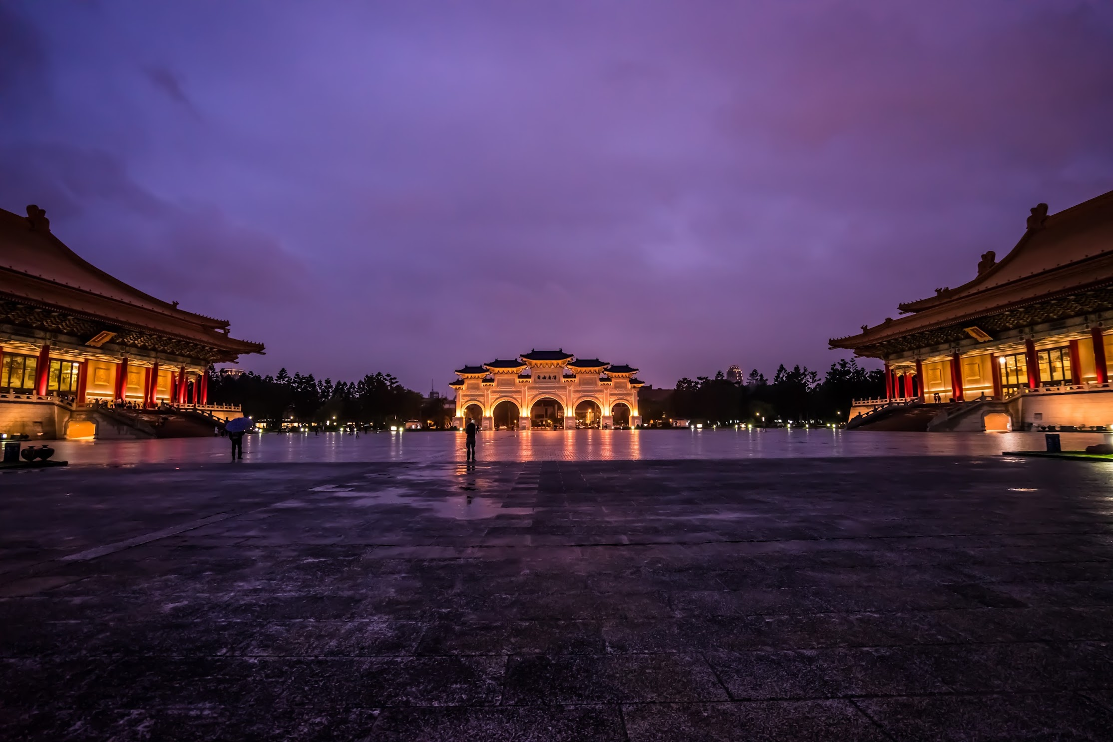 Chiang Kai-Shek Memorial Hall light-up1