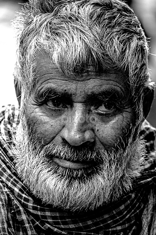 A LITTLE SMILE by Suman Sengupta - People Street & Candids ( old, pain, candid, india, smile, aged )