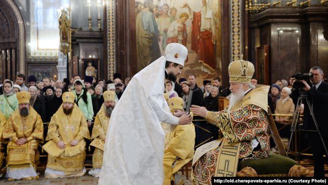 Епископ Флавиан (Митрофанов) (слева) и патриарх Кирилл. Рукоположение в епископы 24 ноября 2014 г. Храм Христа Спасителя в Москве