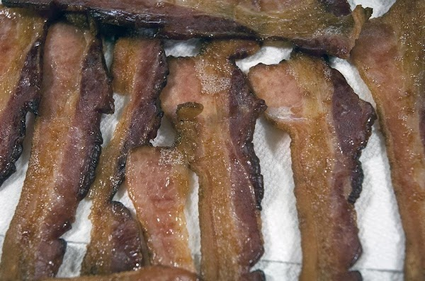 Allow the bacon to completely drain on paper towels.