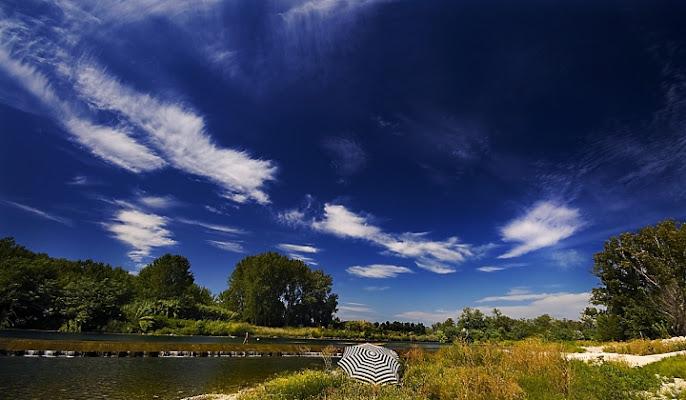 Una domenica sul fiume. di Paolo Zanoni