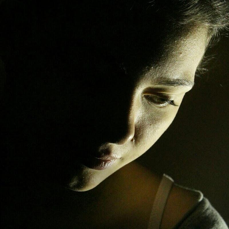 """""""Ci sono due tipi di luce – la luce che illumina, e il bagliore che oscura."""" (James Thurber) di Eleonora Iseppi"""