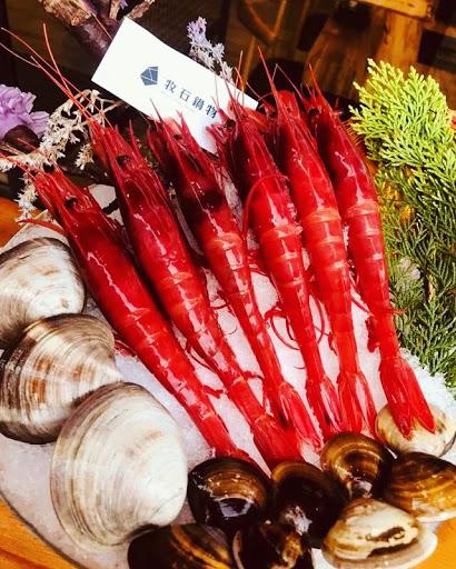 整個六月穿紅色來用餐就招待胭脂蝦耶! 超好的!