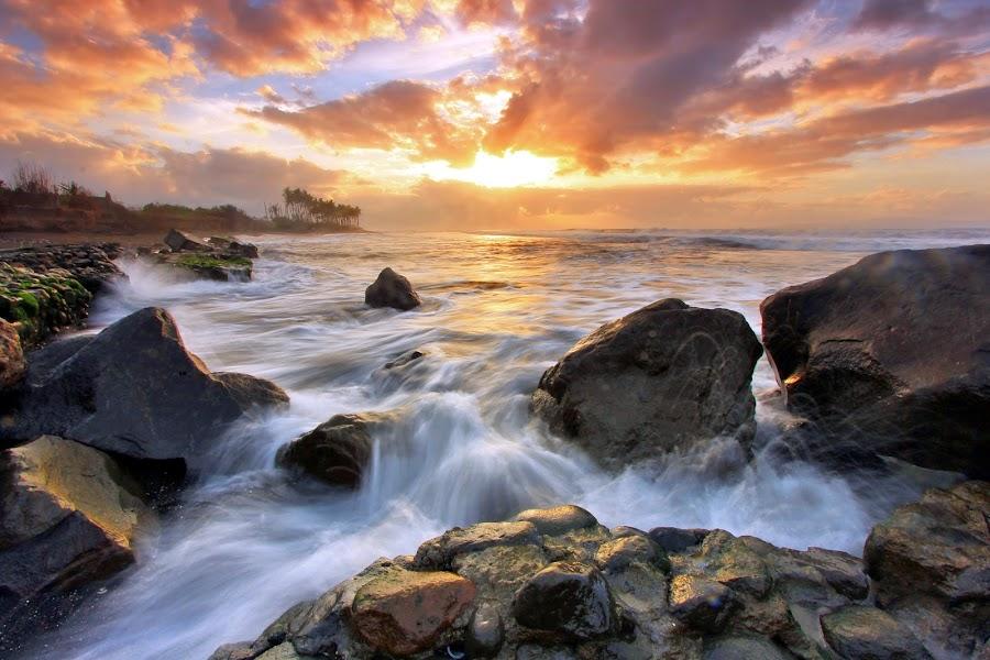 by Sandhi  Utama - Landscapes Waterscapes