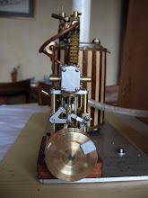 Photo: le scotch réfléchissant sur le volant c'est pour le tachymêtre optique