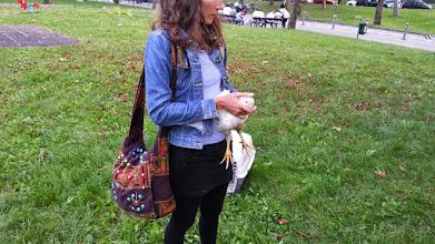 Photo: dolcissima la Julie! In gita ai Giardini Margherita con ognuno di noi un pulcinotto da proteggere  ...bellissima e dolcissima esperienza  ...indimenticabile davvero . Grazie a Julie, Roberto e Mauro!