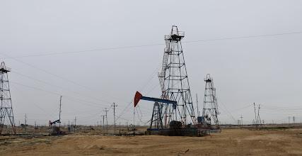 Photo: Ajoimme öljykenttien läpi vaikka olimme ihan kaupungin lähellä