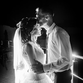 Into the light by Klaudia Klu - Wedding Bride & Groom ( love, kiss, flash, wedding, bride, light, groom,  )