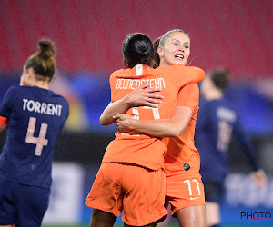 🎥 Lieke Martens maakt héérlijk doelpunt op 'Tournoi de France'