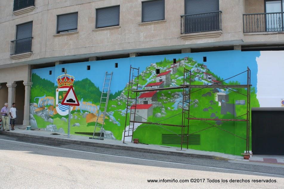 Doctor Toy es el artista encargado de llenar de color varios espacios del municipio de O Rosal