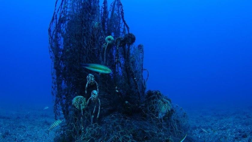 Imagen de archivo de vertidos en el mar.