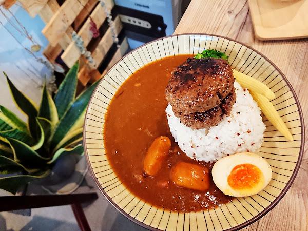 倆男食所:用咖哩飯面對生活的兩難 手拍厚實漢堡排-台北行天宮 Kao空食客