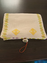 Photo: 2013/6/15 こぎん刺しのタブレットケース完成。 表は猫の眼(まなぐ)、両端にグラデーション刺繍糸で石だたみのライン。