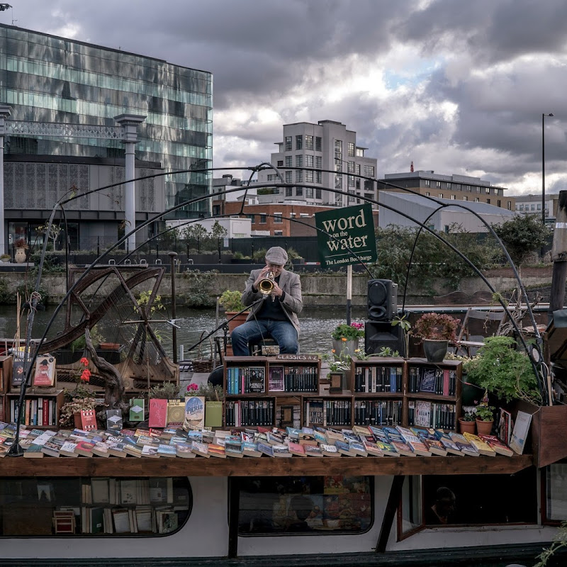 London floating book shop