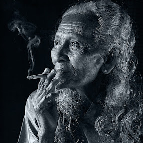 smooking again by R'zlley TheShoots - People Portraits of Women ( people and portrait . asia .7d )