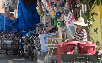 Photo: Vendeur de rues Malais (mais on ne sait pas ce qu'il vendait)