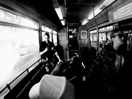 Giornata ordinaria in bianco e nero di photomaestri