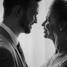 Wedding photographer Nikolay Valyaev (nikvval). Photo of 19.09.2017