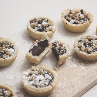 Shortbread Cookie Cups With Mint Chocolate Filling!