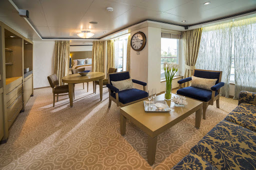 seven-seas-voyager-Voyager-Suite.jpg - At 604 total square feet, the Voyager Suite on Seven Seas Voyager features 1 1/2 marble bathrooms, a private balcony, spacious bedroom and expansive living room.