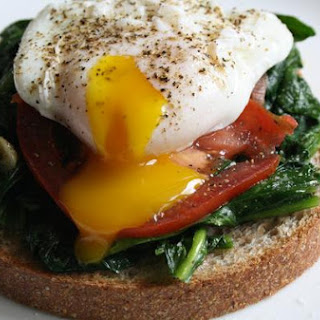 Poached Egg With Spinach and Tomato
