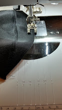 Photo: zigzag eerst de bovenkant en okselkant van de padding plat met zigzag, zodat je geen dikke randen krijgt. Zigzagging uppercup flat for a better look of your bra.