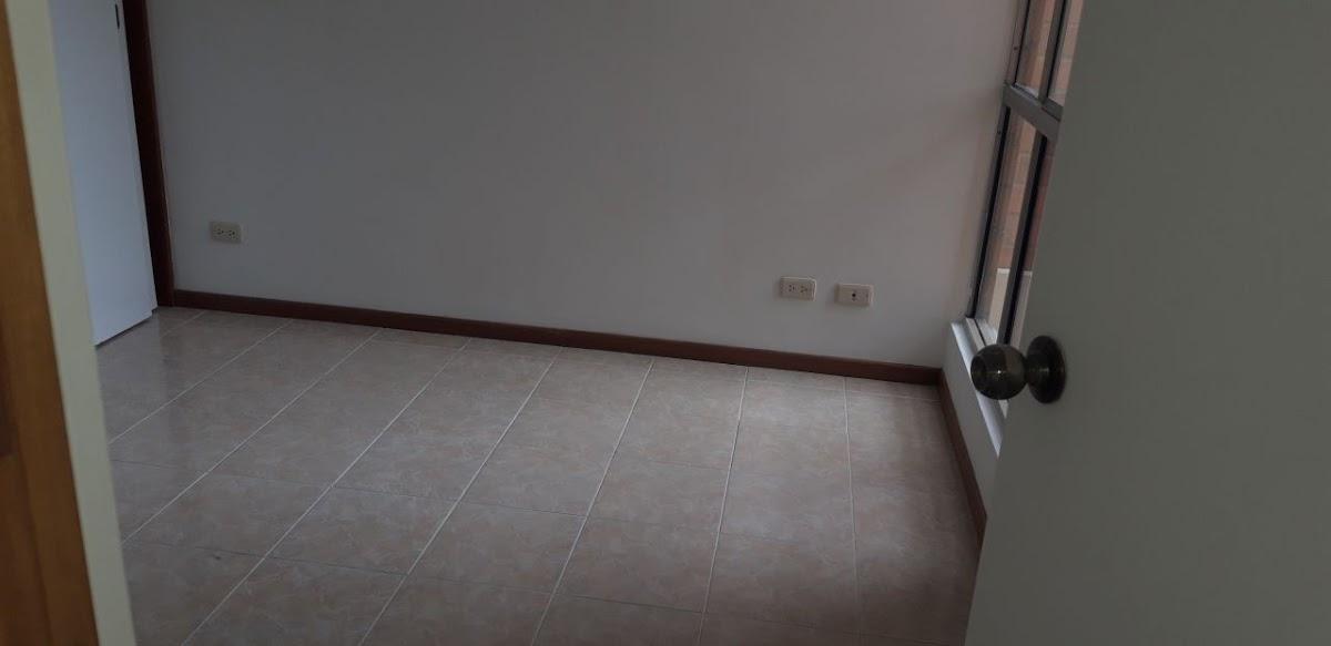 apartamento en arriendo loma del barro 691-7825